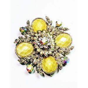Vintage Floral Crystal & Gold Tone Brooch / Pin